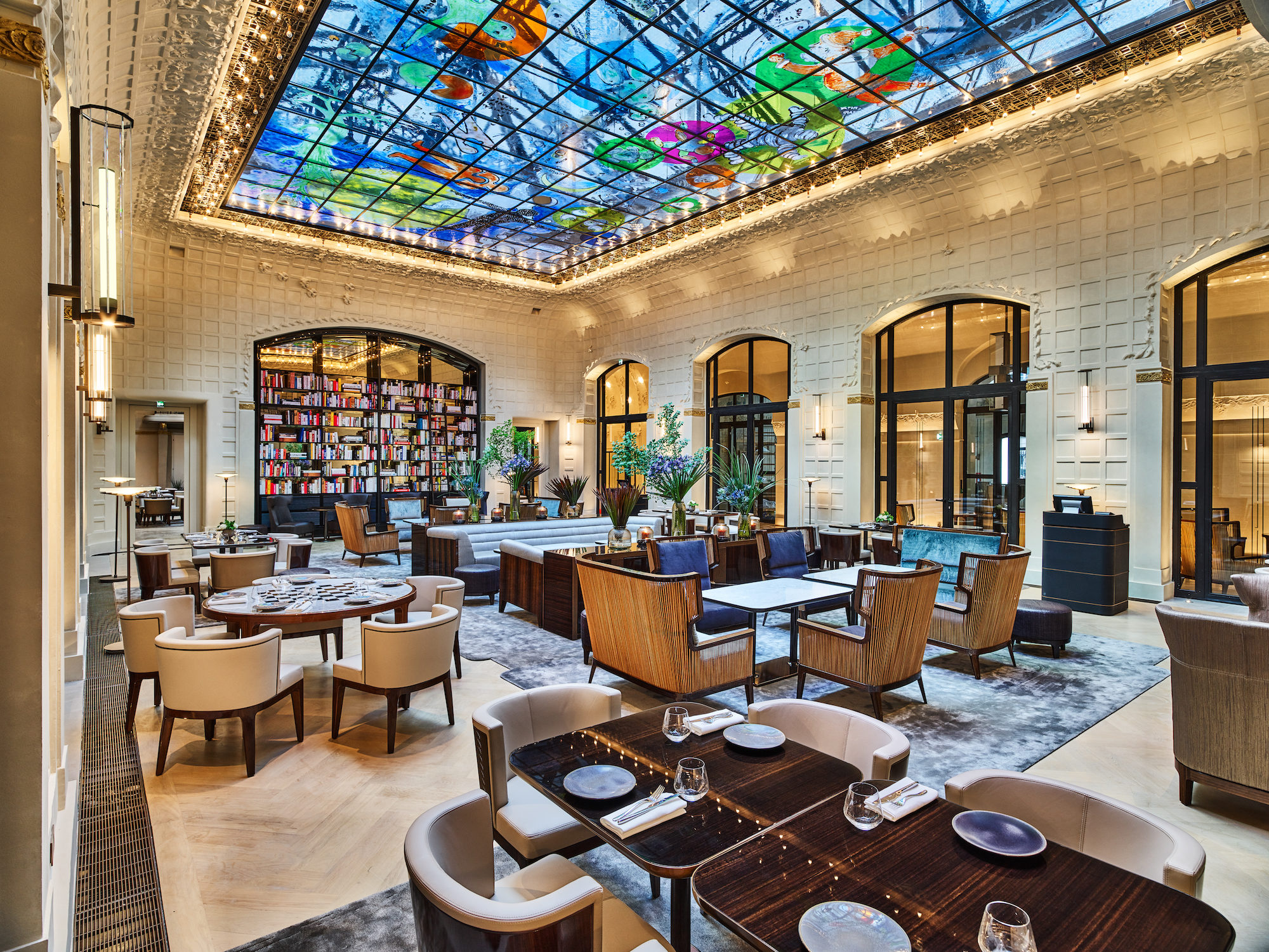 Opening shot architect jean michel wilmotte breathes new for Hotel design paris 7